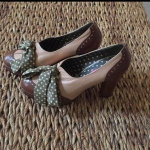 Betsy Johnson platform spectator shoes. Size 10